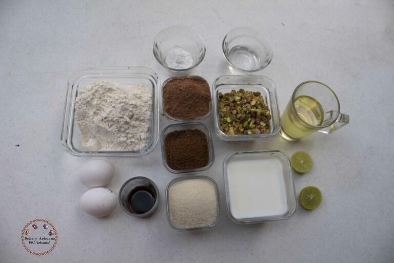 ingredientes PASTEL DE CHOCOLATE PISTACHE